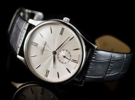 Cách phân biệt đồng hồ Adriatica thật chính hãng