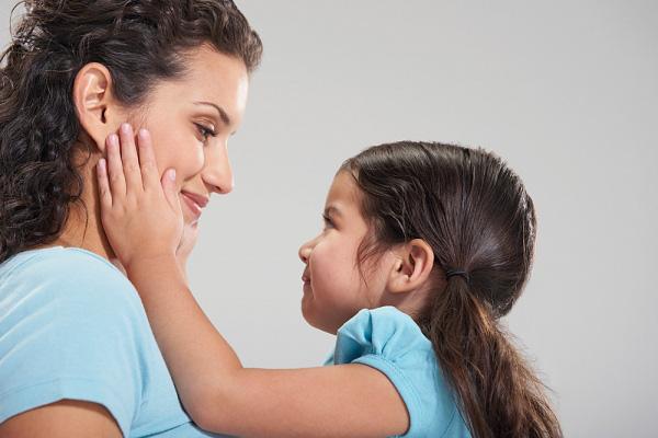 Làm sao để con cảm nhận được sự yêu thương? Bí quyết học cách làm cha mẹ