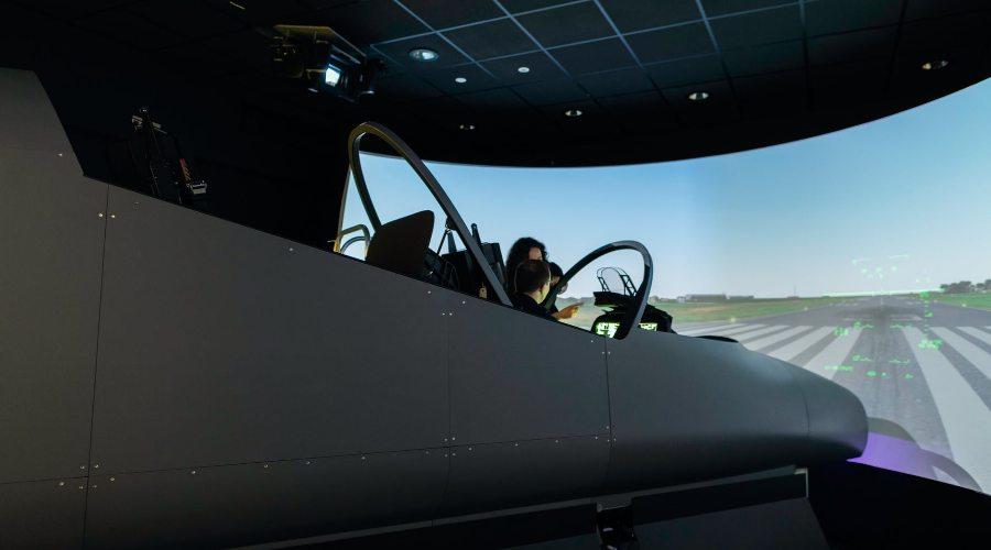 Lidojums lidmašīnas simulatorā