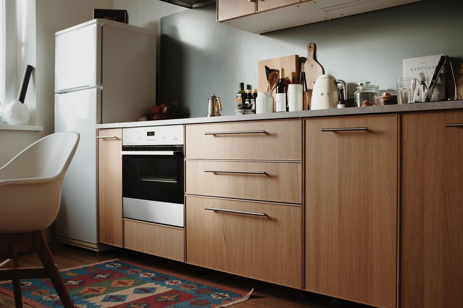 Algumas dicas podem ajudar na hora de saber como organizar armário de cozinha