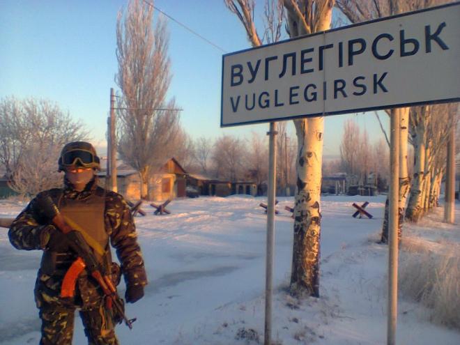 """Блок-пост на в'їзді у Вуглегірськ на якому чергували бійці роти """"Світязь"""". Зона АТО, січень 2015 р."""