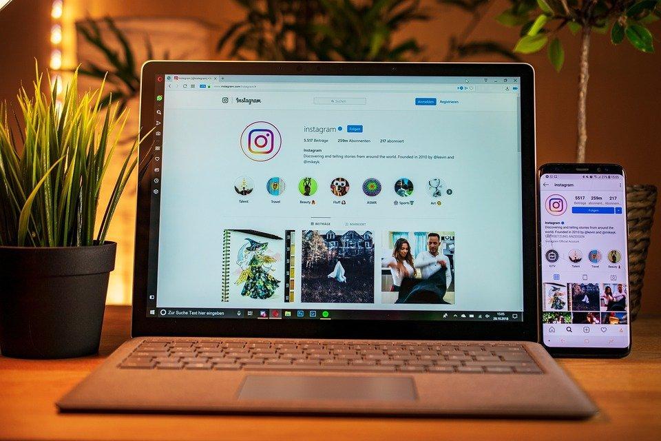 Computador Portátil, Telefone Celular, Instagram
