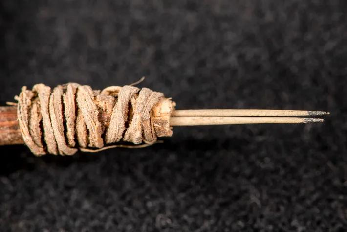 Agulha para tatuagem com 2 mil anos de idade