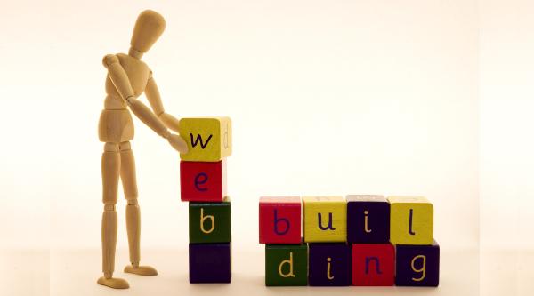 Website Builders vs Manual Web Design