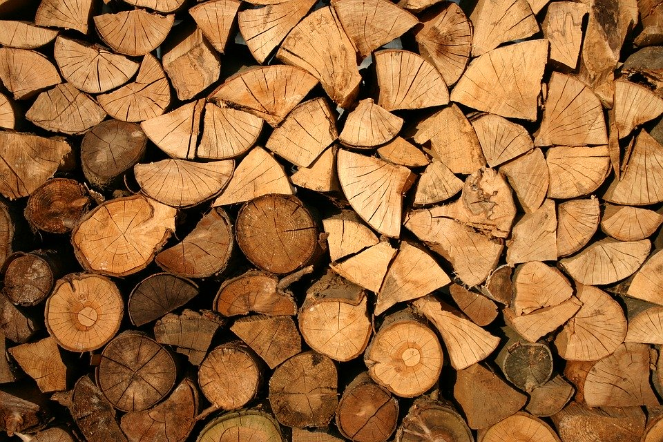 Holz hacken (in 4 Schritten zum Holzscheit)
