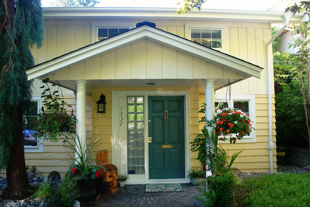 Exterior paint colors combinations for Exterior yellow paint