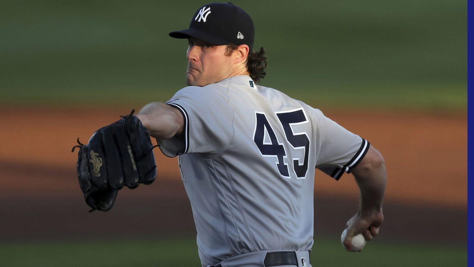 Hombre con uniforme y guante de béisbol  Descripción generada automáticamente