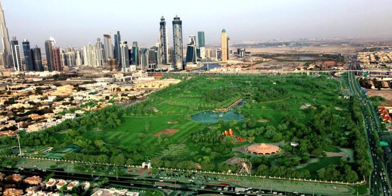 Mặc dù nổi tiếng với sa mạc và cát bao quanh nhưng Dubai vẫn nổi tiếng thế giới với những công viên xanh đẹp tuyệt mĩ. Đến với những công viên, đặc biệt là công viên Safa, vào bất cứ thời điểm nào trong ngày với gia đình hoặc bạn bè sẽ mang lại cho bạn cảm giác thư thái tuyệt vời. (Ảnh: Internet)