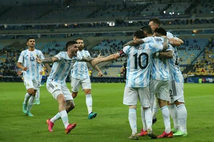 Argentina players celebrate the goal by Di Maria