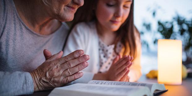 Nghiên cứu mới cho thấy những tác dụng của đức tin đối với não bộ