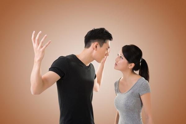 Thường xuyên so sánh vợ với một người phụ nữ khác