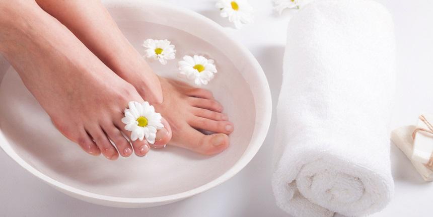 Ngâm chân với nước ấm tốt cho huyết áp