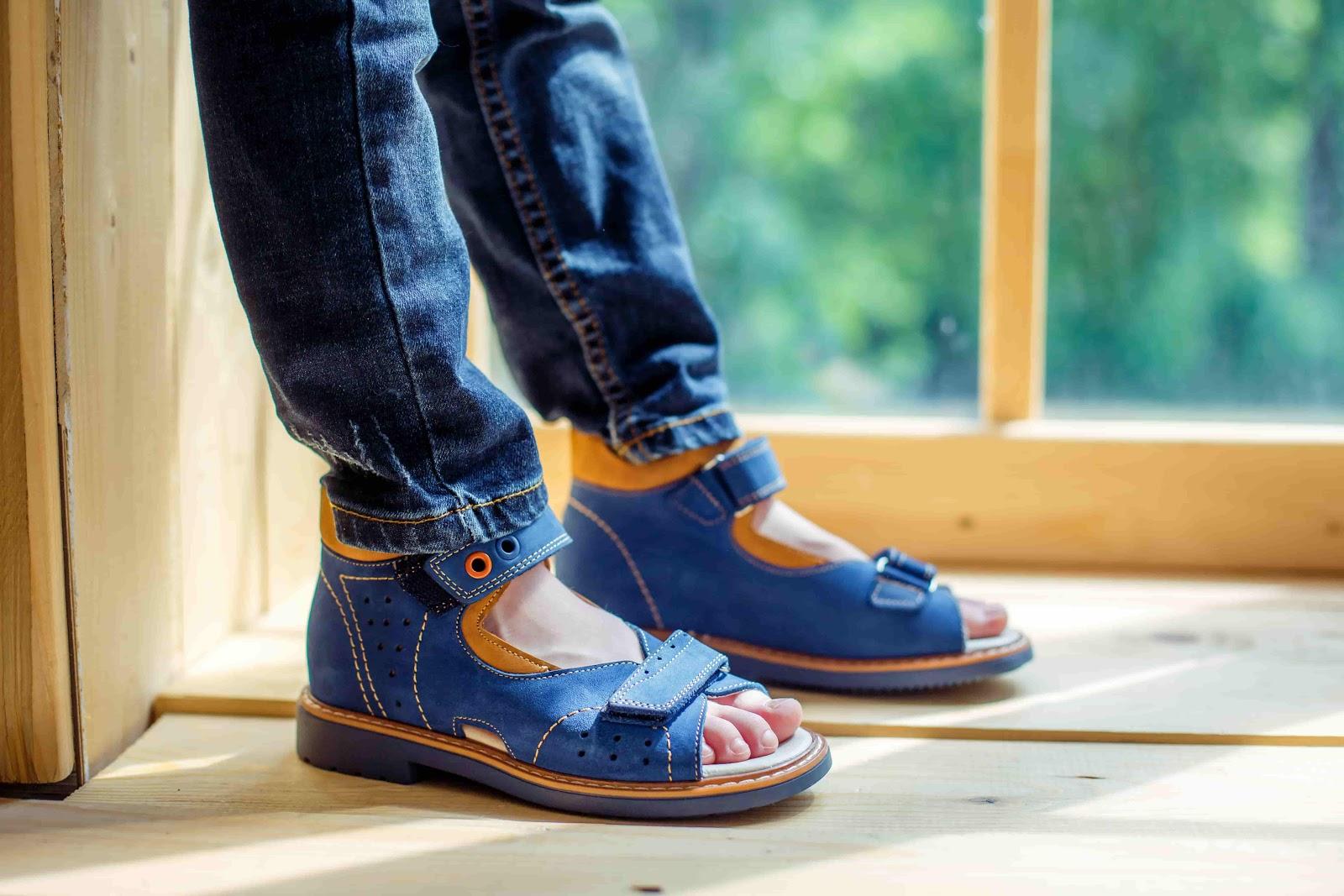 f90eef891989 Какие виды летней обуви наиболее удобны и так уж необходимы? Как выбрать  детские босоножки, не перегружая обувной гардероб и при этом заботясь о  здоровье ...