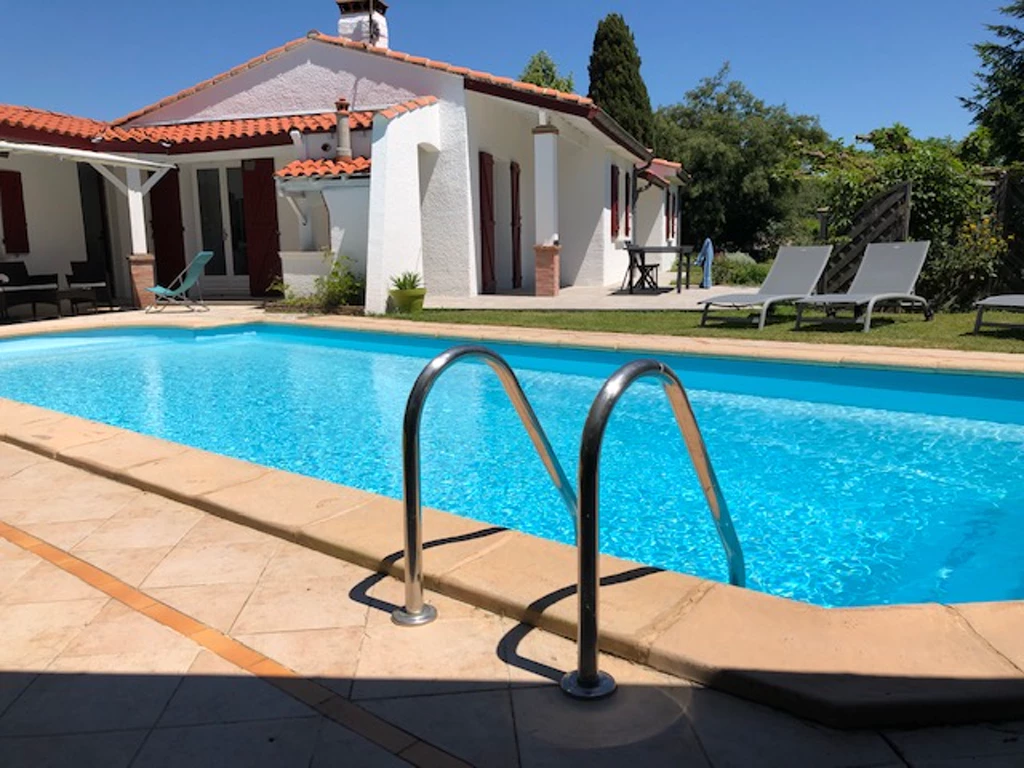 Belle piscine à Toulouse parfaite pour votre afterwork ! A retrouver sur le site de Swimmy.