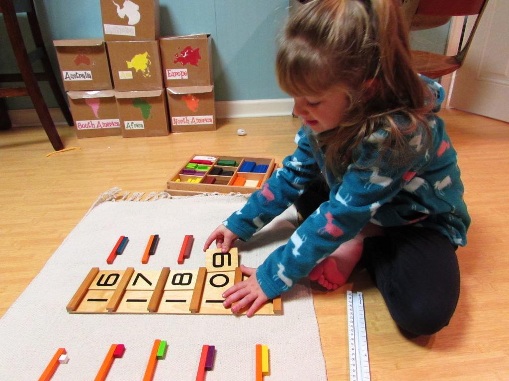 Bố mẹ nên lựa chọn các hoạt động vừa chơi vừa học toán dễ sử dụng