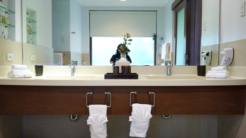 luxury villa bathroom sink.JPG