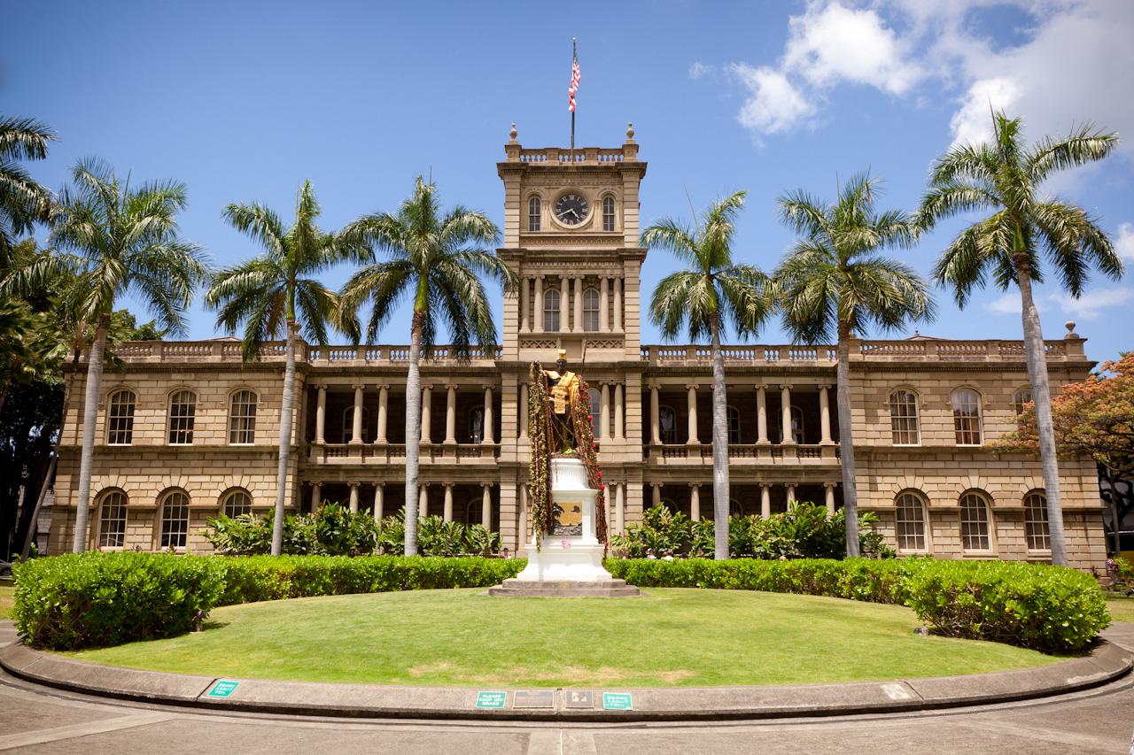 cung-dien-Iolani-hawaii-mixtourist