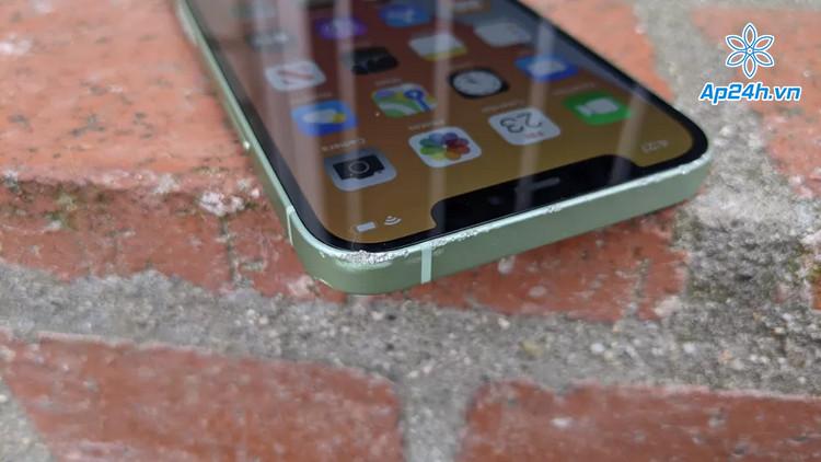 Hư hại nhẹ khi đánh rớt điện thoại iPhone 12 Mini ở độ cao 1m
