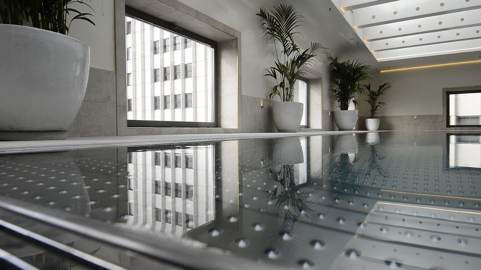 Piscina del Hotel Barceló Torre Madrid