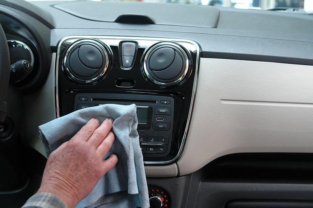 mycie wnętrza auta
