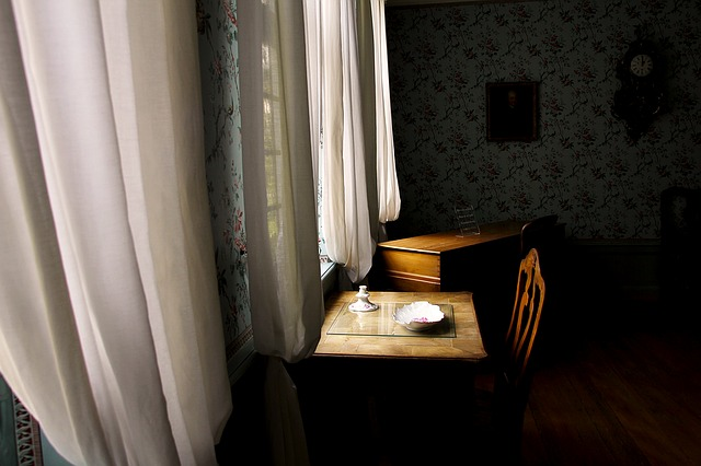 window-1373022_640.jpg