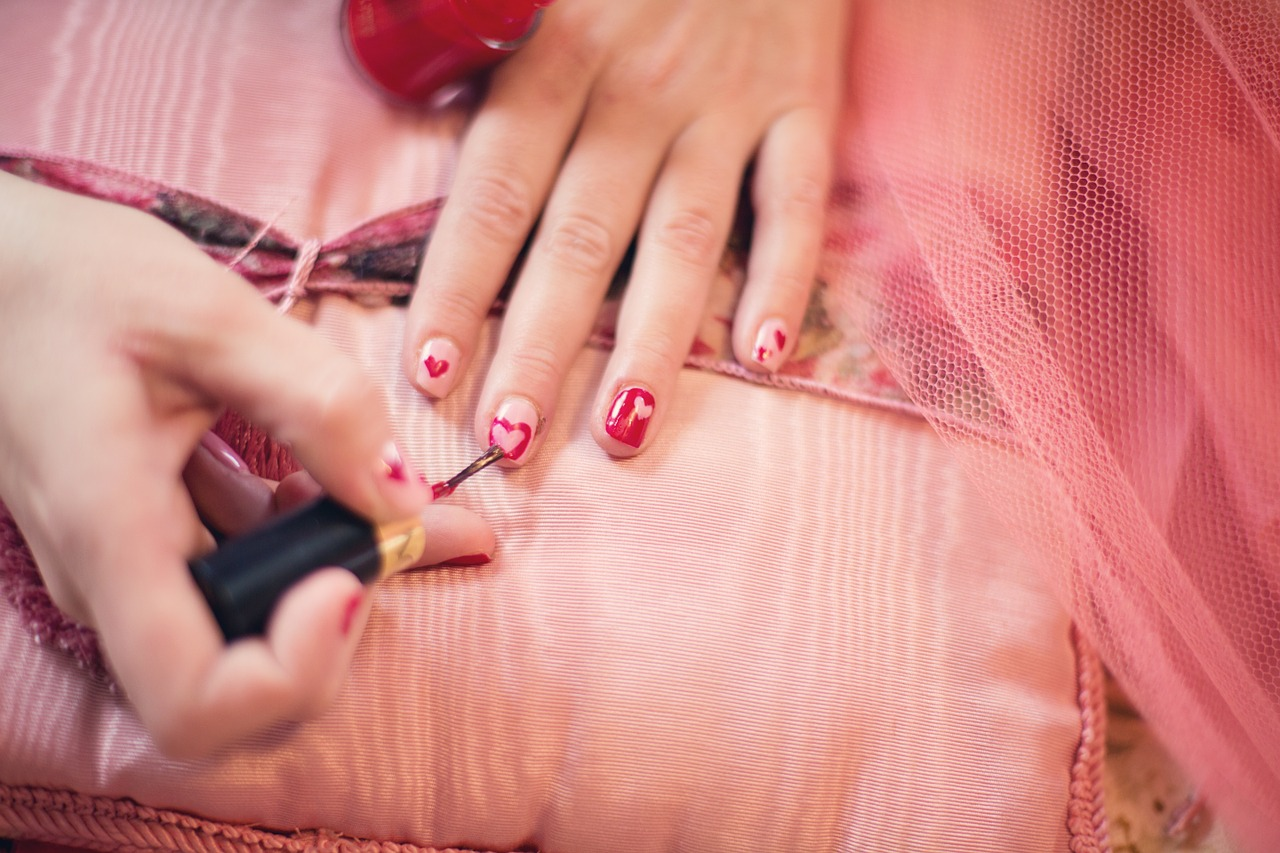 painting-fingernails-635261_1280.jpg