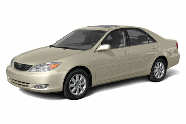 angular-front-of-the-Toyota-Camry-2004