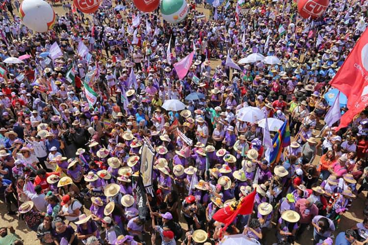 A imagem pode conter: uma ou mais pessoas e multidão