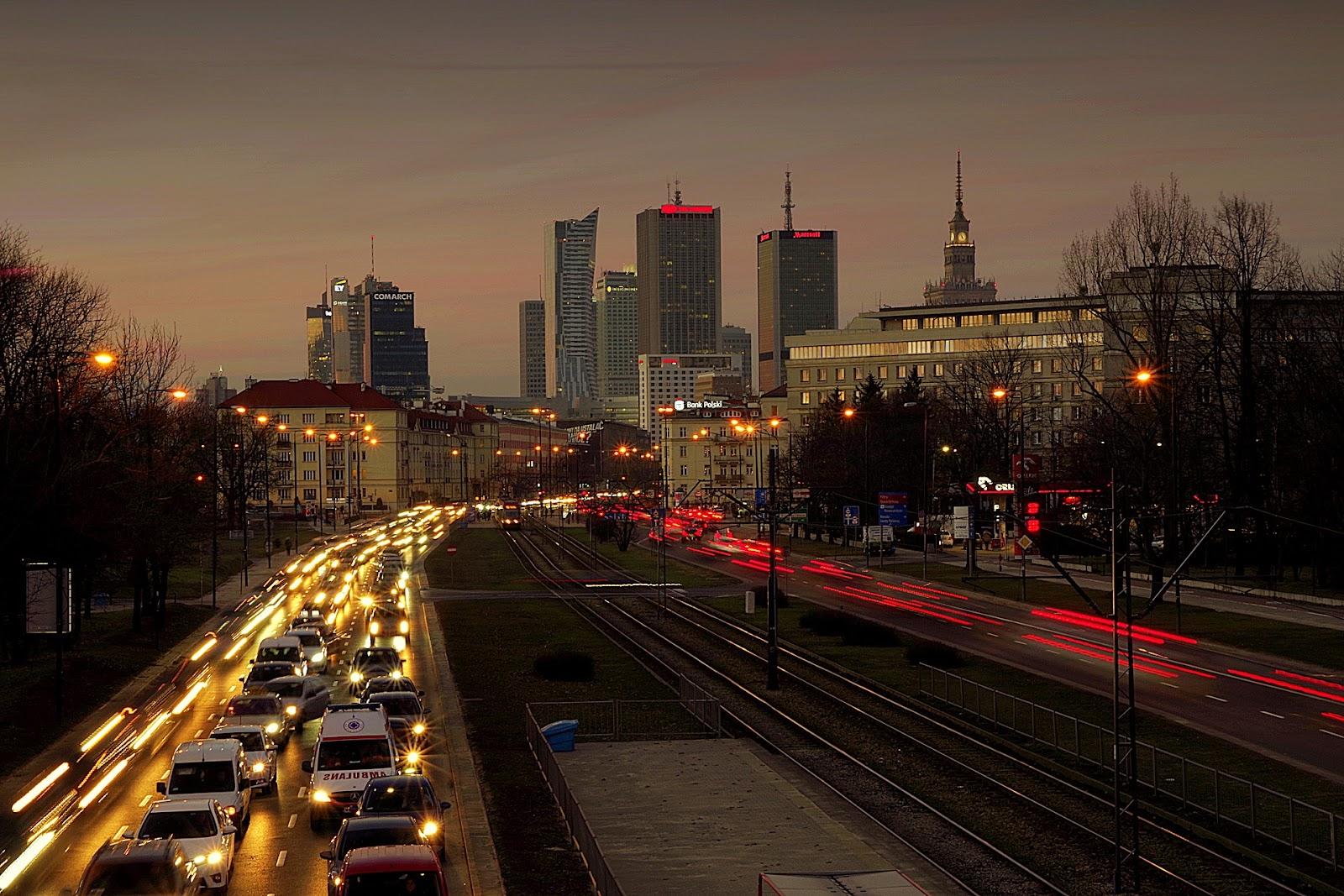 Motoristas devem ter regras para conviver em harmonia no espaço das cidades. (Fonte: Pixabay)