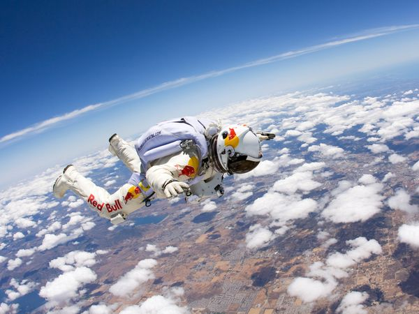 http://images.nationalgeographic.com/wpf/media-live/photos/000/258/cache/felix-baumgartner-stratos_25874_600x450.jpg