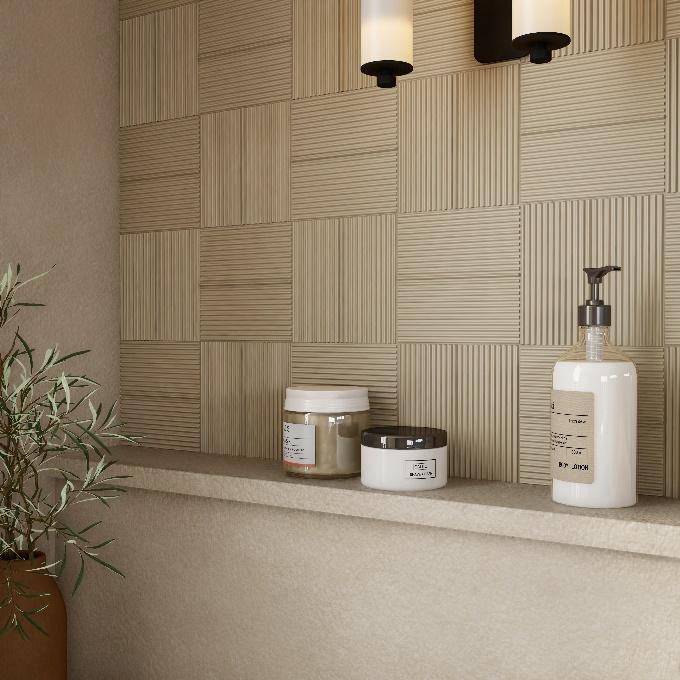 parede com azulejos de formas irregulares em tons pastéis e bancadinha com cosméticos