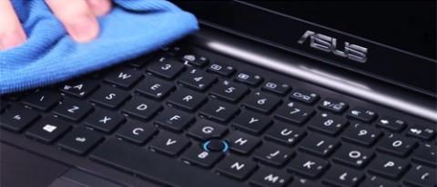 laptop-bi-nuoc-vao-5