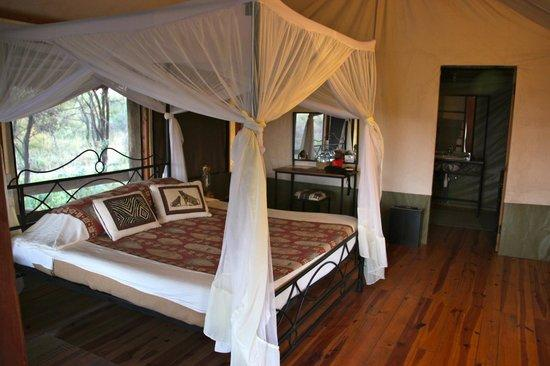 http://media-cdn.tripadvisor.com/media/photo-s/04/35/bd/9e/lake-burunge-tented-camp.jpg