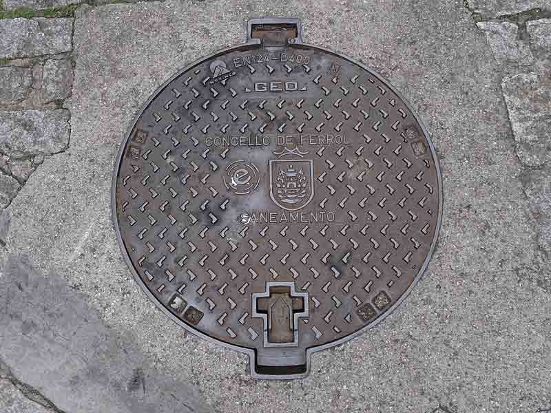 types-systems-sewer-cover-manhole
