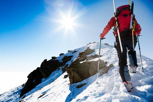 Покоряя вершины: какую страховку выбрать альпинисту