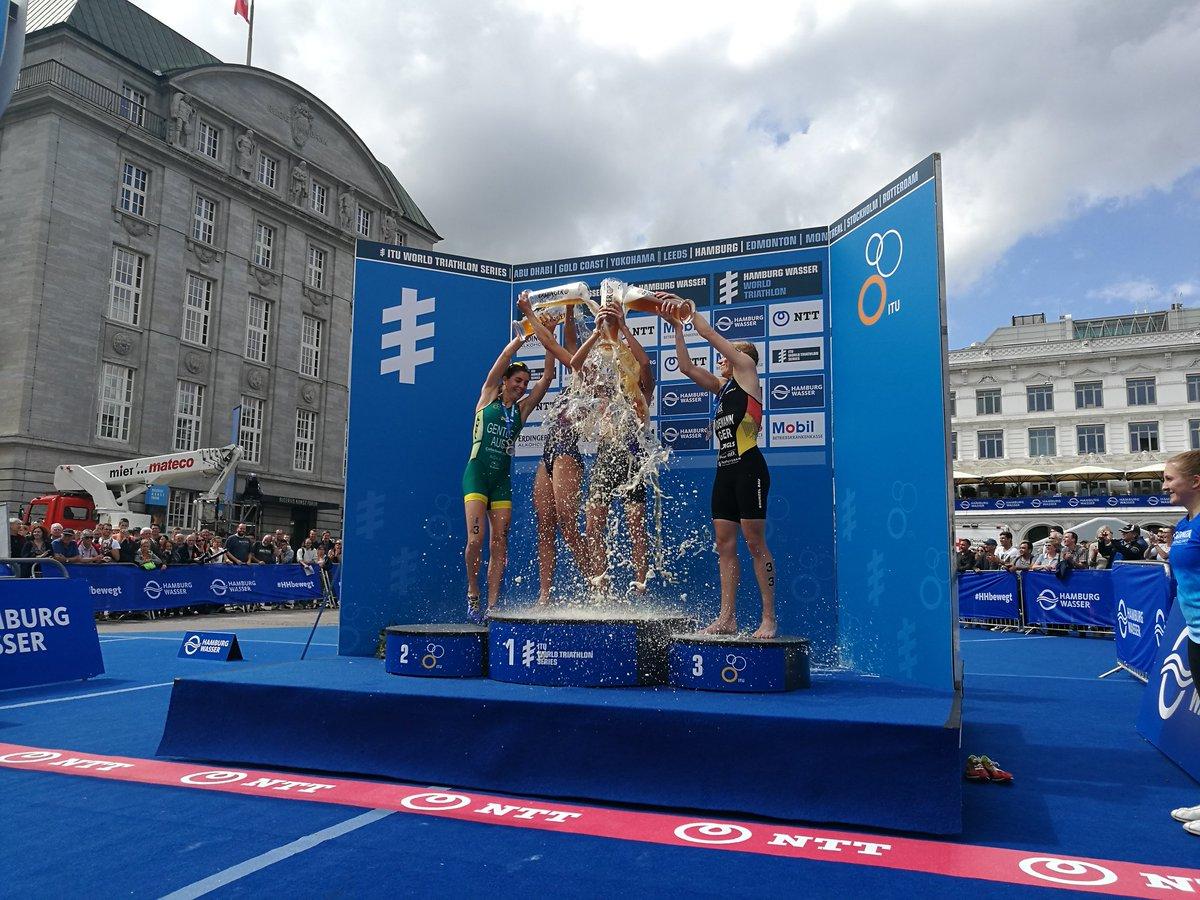 Hamburg podium kobiet.jpg