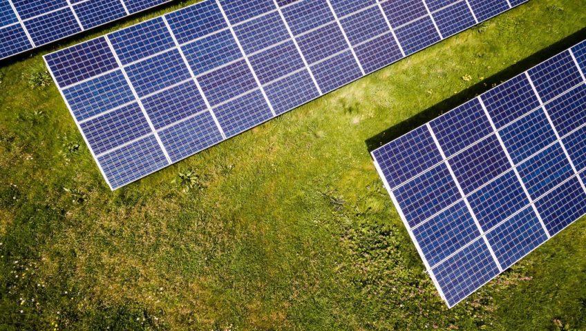 Afbeeldingsresultaat voor zonnepanelen en schuin dak bopom