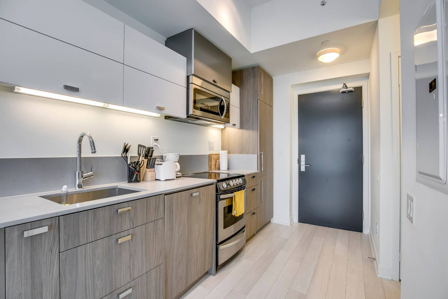 Furnished Rental Condos to Stay at Toronto