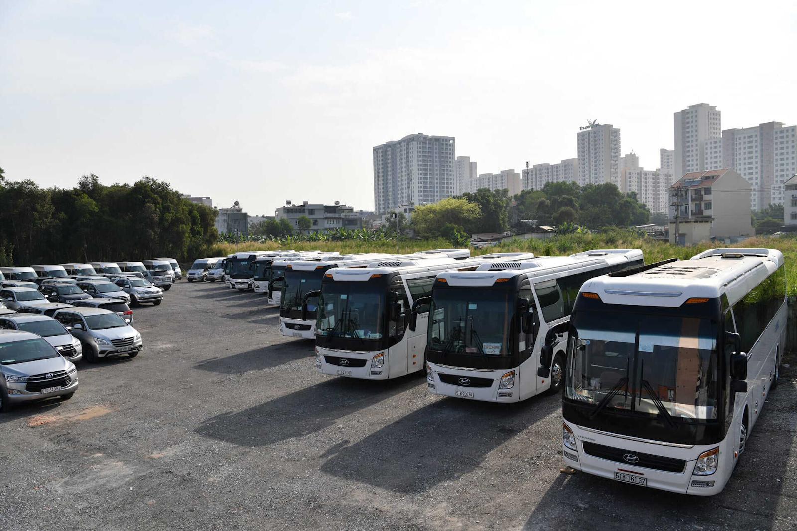Xe du lịch có thể chọn loại lớn hoặc nhỏ phụ thuộc vào số người và nhu cầu sử dụng