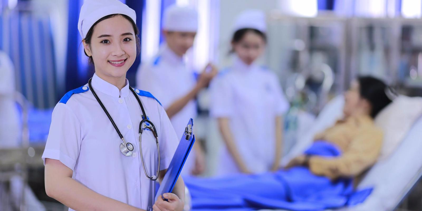 Ngày càng nhiều người học điều dưỡng ở Việt Nam vì độ hot của ngành này
