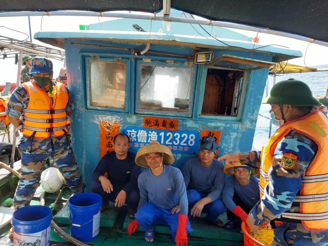 Biên phòng Quảng Trị 'đẩy đuổi' tàu cá Trung Quốc