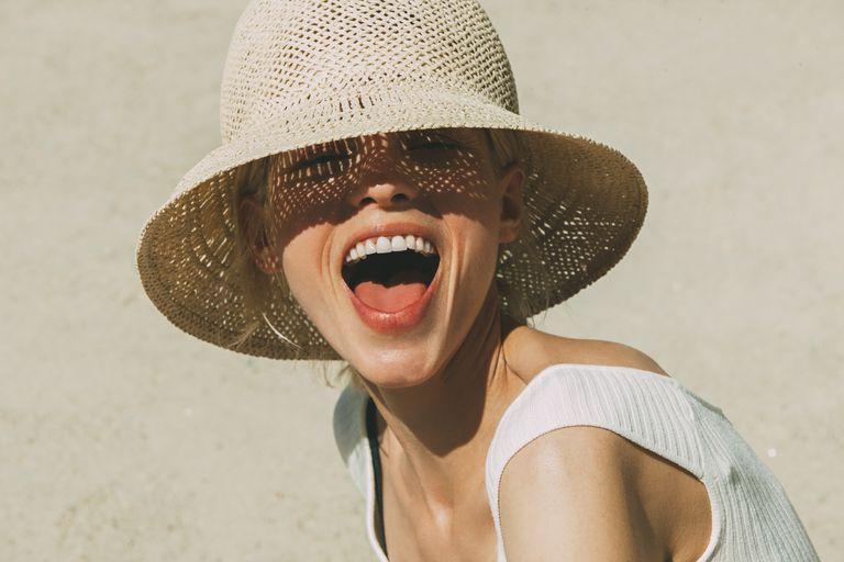Ni gorras ni pamelas de rafia: así ha de ser un sombrero para que de verdad  te proteja del sol | Bienestar | BuenaVida | EL PAÍS
