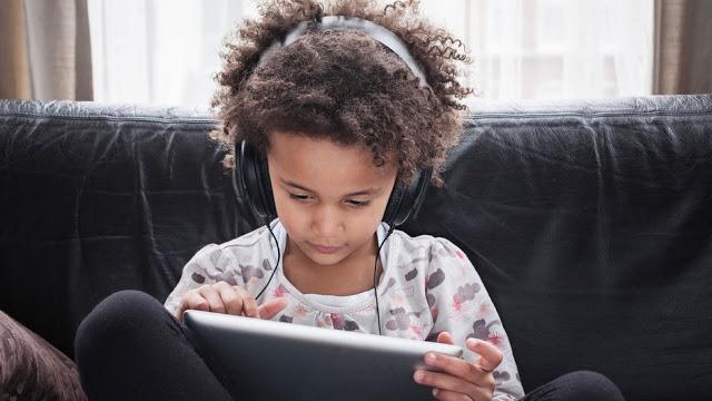 كيف تحمي طفلك من أضرار التكنولوجيا؟