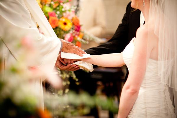 File:Bénédiction des époux lors d'un mariage.jpg - Wikimedia Commons