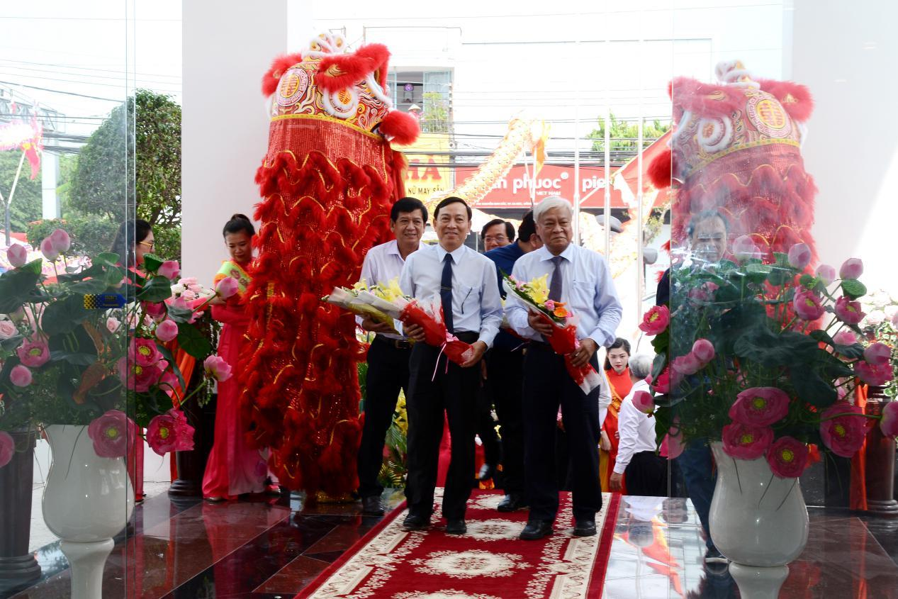5. Các đại biểu tham quan Khách sạn Bông Hồng
