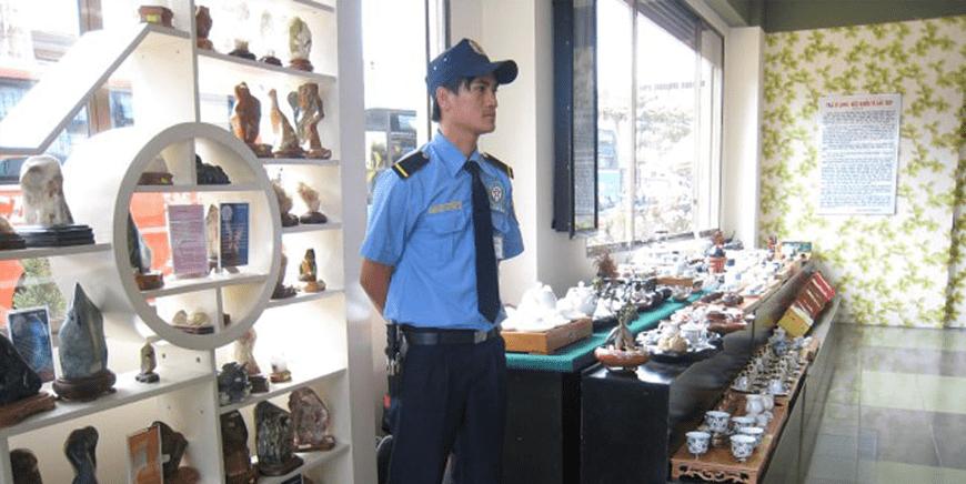 Nhân viên bảo vệ cửa hàng có thực sự cần thiết