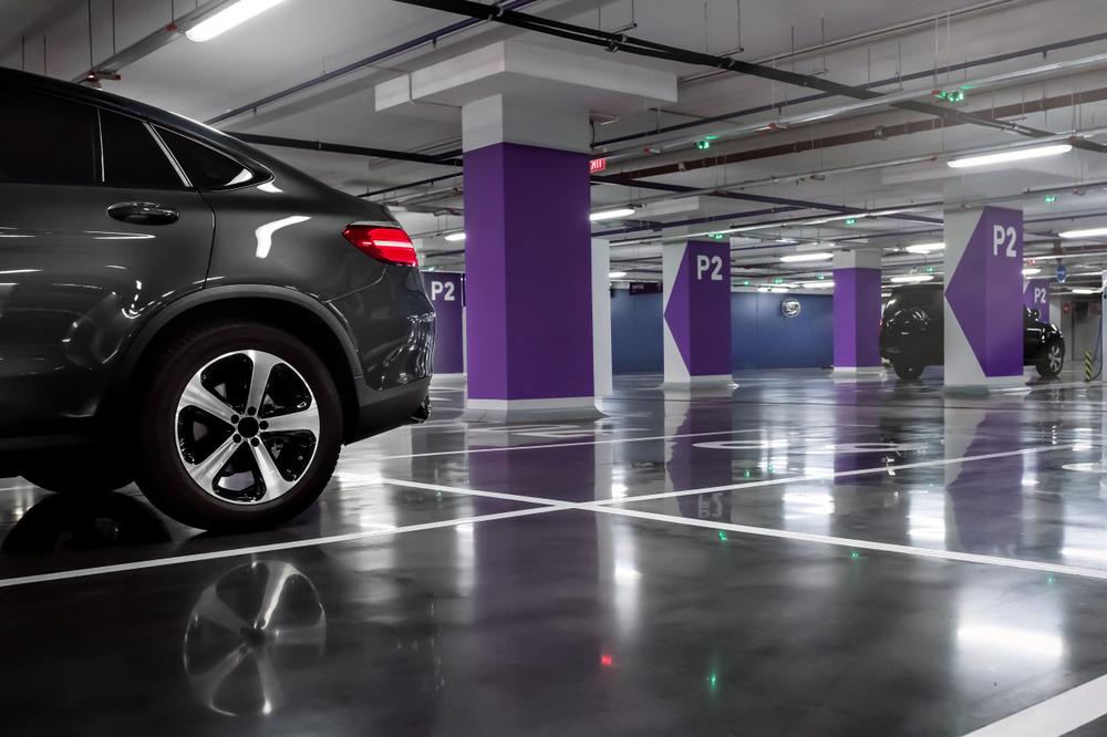 Menos carros e mais espaços para outros usos devem ser a principal tendência para o estacionamento no futuro. (Fonte: Shutterstock/ l i g h t p o e t/Reprodução)