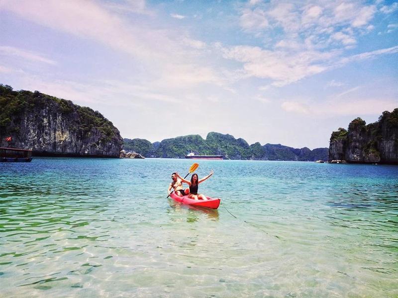 Chèo thuyền Kayak trên vịnh Lan Hạ - Đảo Cát Bà