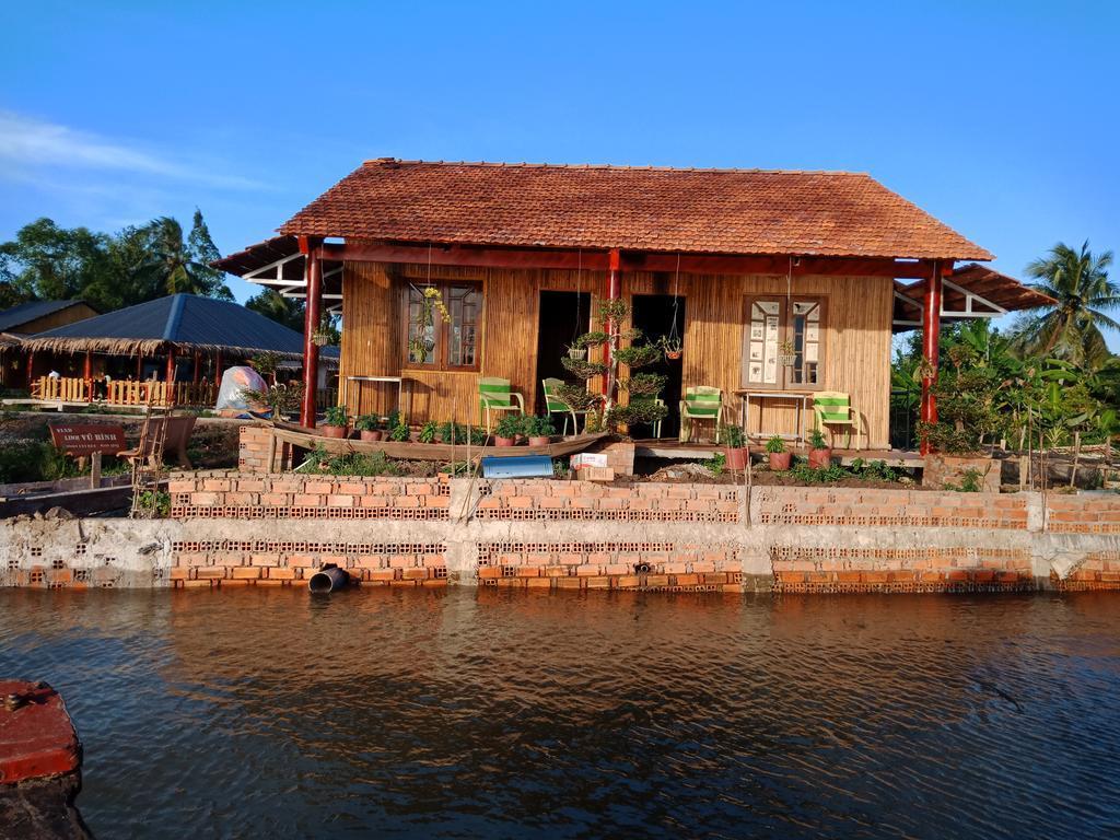 View Mekong riverside homestay