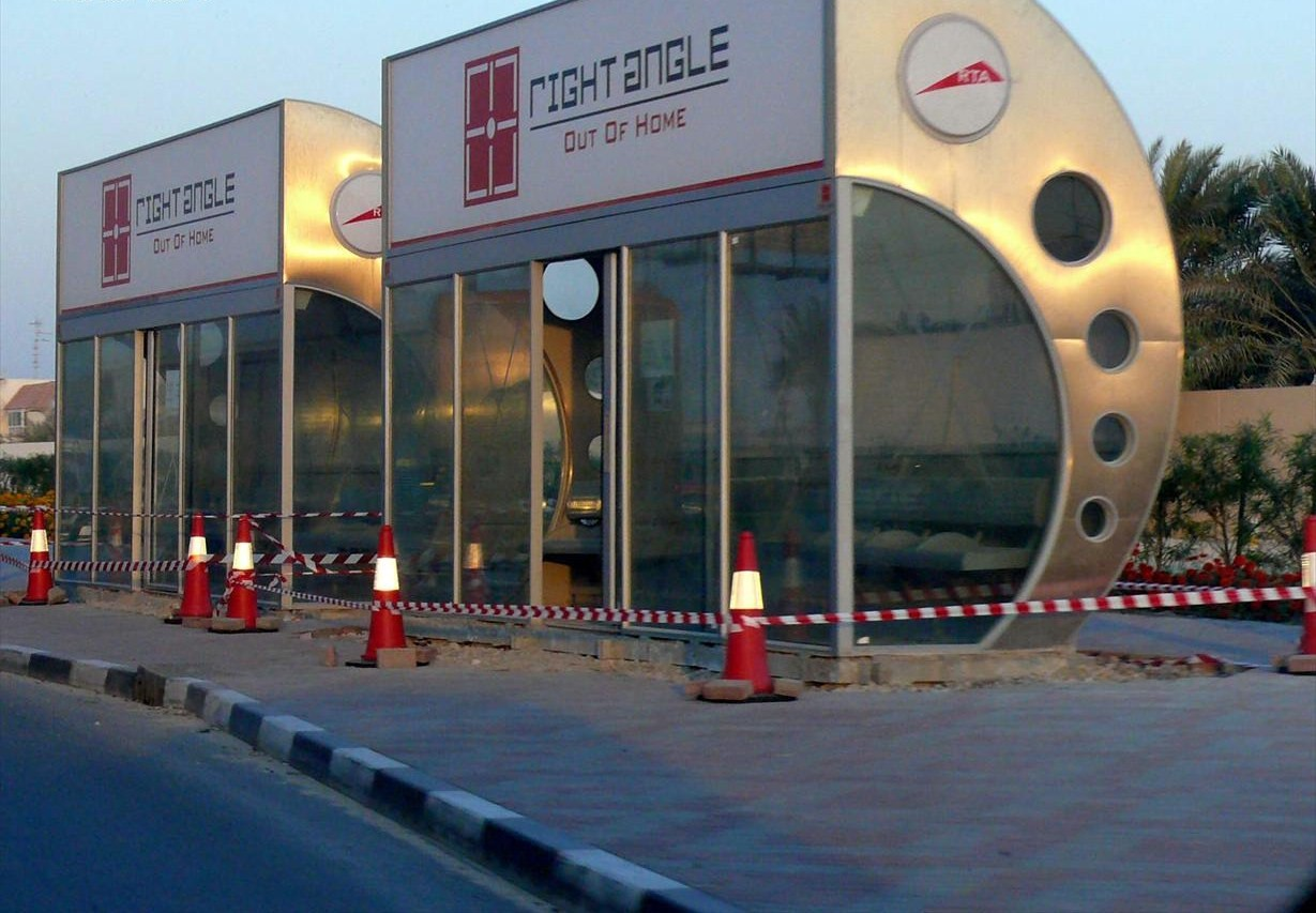 https://upload.wikimedia.org/wikipedia/commons/9/9e/Dubai_Bus_Shelters_on_15_December_2007_Pict_1.jpg
